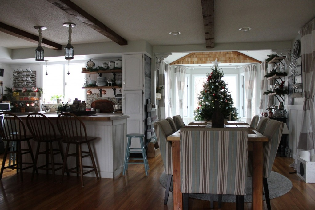 farmhousekitchenchristmasview