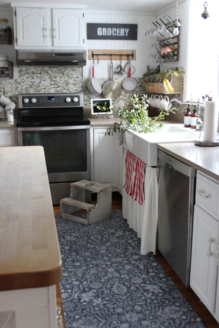 A new washable rug for the farmhouse kitchen